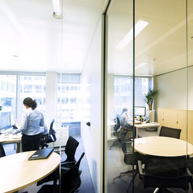 aménagement intérieur de bureau cellulaire et cloison vitrée - mobilier de bureau