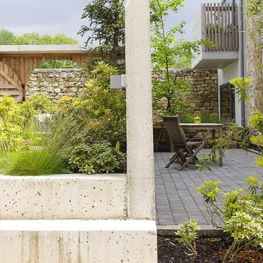 Détail de l'angle de terrasse en béton - Lili's garden - architecture d'intérieur