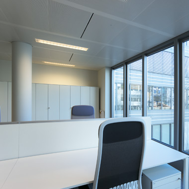 bureau open space avec le mobilier de bureau bene