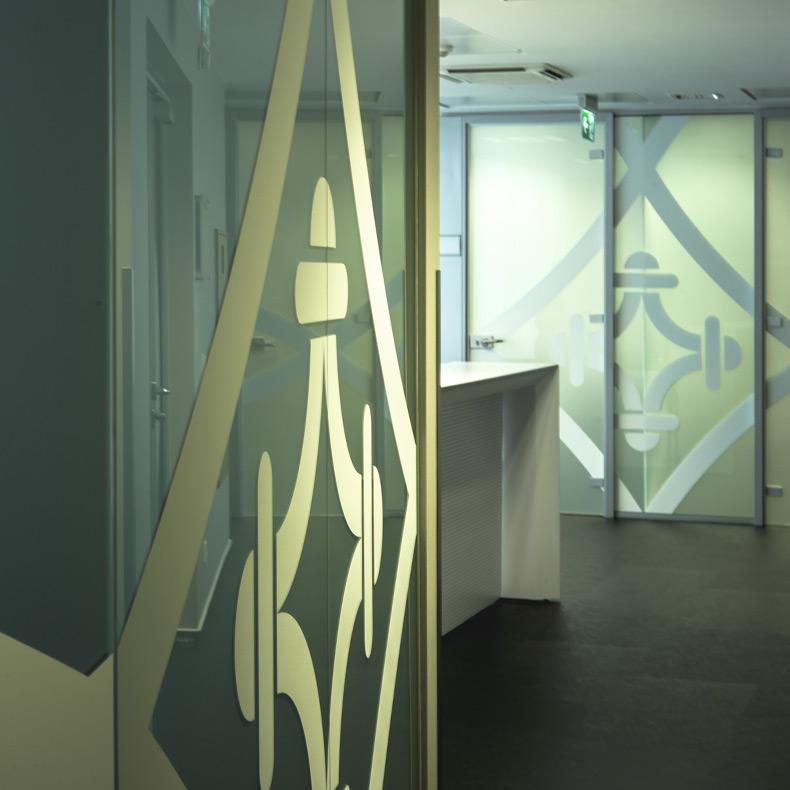 ambiance cloison vitrée et sablée - aménagement de bureaux
