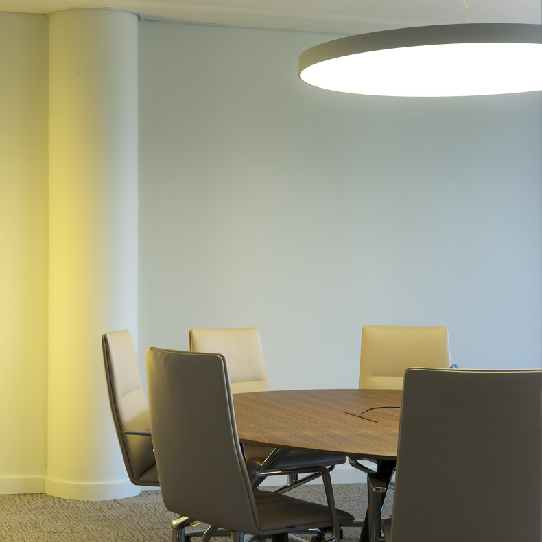 salle de réunion avec du mobilier de bureau wilkhahn