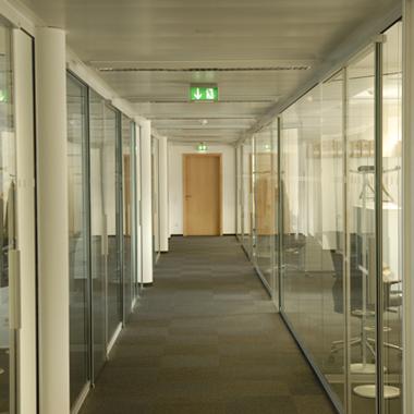 Carlyle - couloir en cloison vitrée