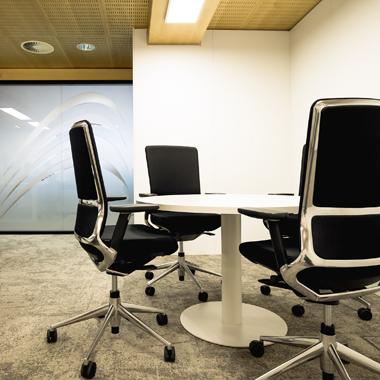 Salle de réunion avec mobilier design